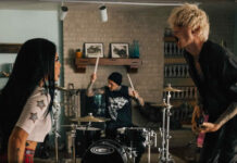 "Machine Gun Kelly Estrena El Video Oficial De ""Forget Me Too"" Ft. Halsey"
